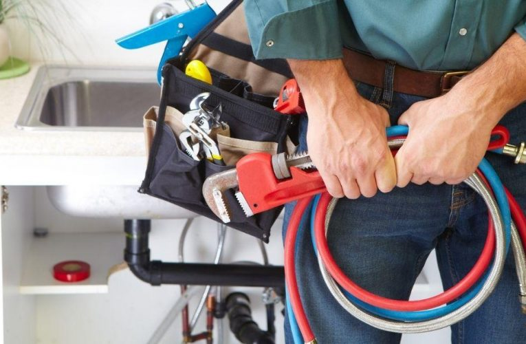 6 Signs You Need a Plumber